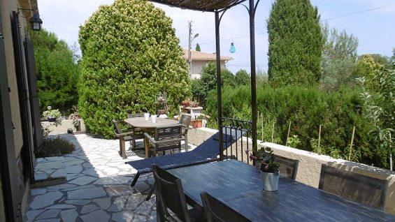 Location saisonnière à Saint Aygulf 83, studio rez de jardin dans villa particuliers, 2 couchages, au calme, internet gratuit, proche centre ville